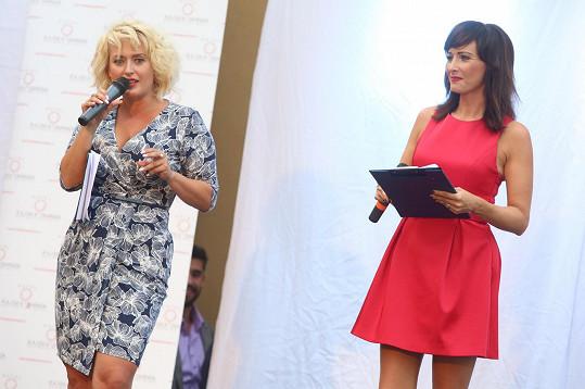 S Danielou Šinkorovou moderovala show na soustředění soutěže Muž roku.