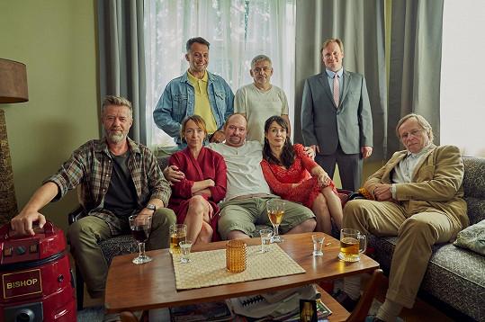 Komedie o setkání bývalých spolužáků, které ztvárnili například Jiří Langmajer, Tatiana Dyková, Marek Taclík nebo Karel Roden, je dokončena a čeká na otevření kin.
