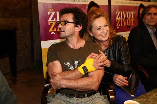 Vetchý a Stašová hrají ve filmu manželskou dvojici.