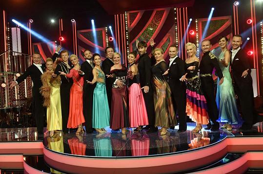 Čtvrté kolo bylo poslední pro Adama Mišíka a Kateřinu Krakowkovou (druzí zleva).