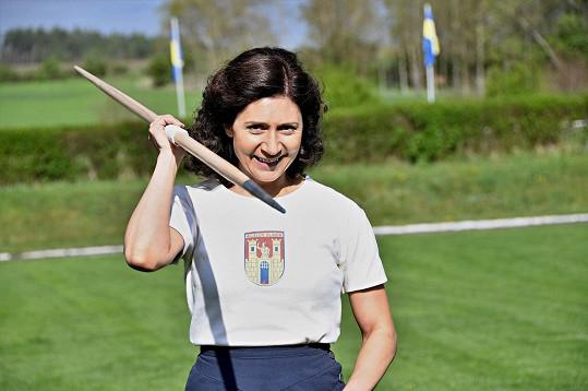 Danu Zátopkovou ztvárnila Martha Issová.