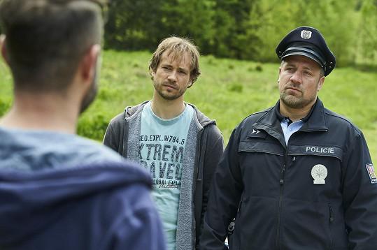 S kolegou Filipem Tomsou v Policii Modrava. Jsou stejně staří, mají 2 děti. Filip dcery, Michal syny.