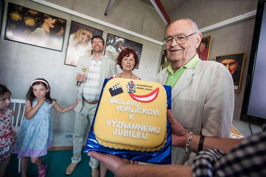 Na festivalu Hrnec smíchu dostal i dort. Předtím zase na zlínském festivalu pro změnu 85 svatebních koláčků.