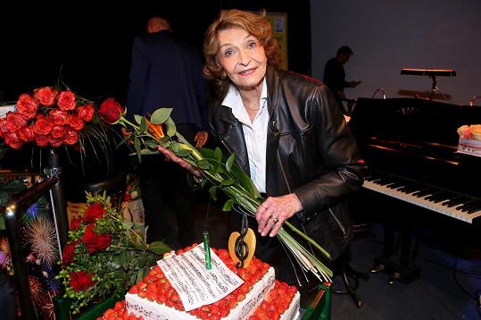 Přestože nebyla ještě úplně fit, narozeninovou oslavu si zpěvačka užila naplno.