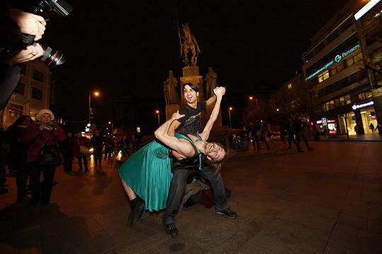 Radek Banga a Marek Zelinka tančili na Václaváku.