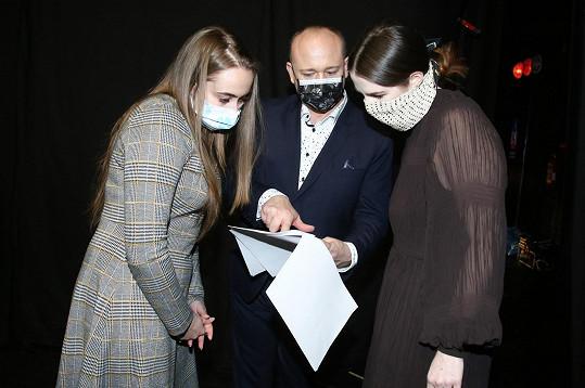 Kateřina se svojí asistentkou a ředitelem soutěže Anděl mezi zdravotníky.