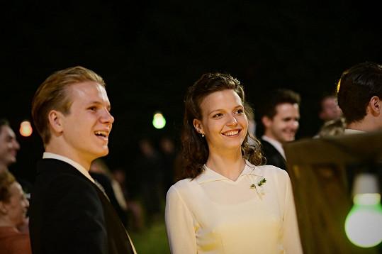 Zdeněk a Simona v roli Honzy a Jany se ve filmu vezmou.