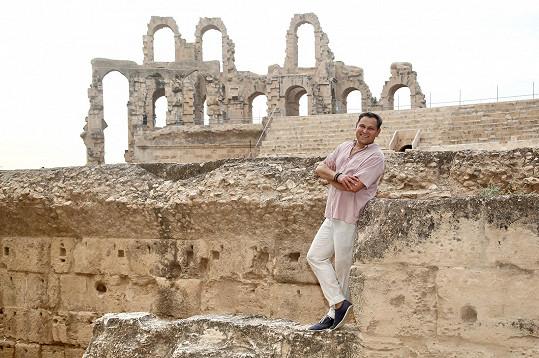 Pavel při natáčení v koloseu v El Jemu