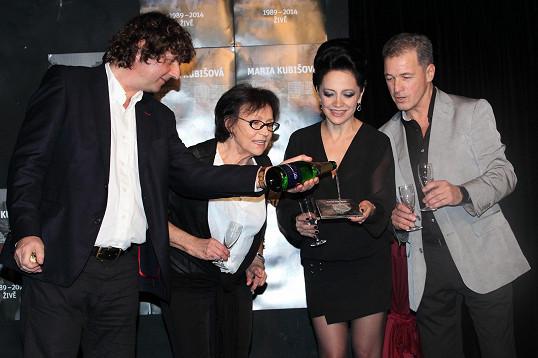 Nové CD Marty Kubišové křtili Lucie Bílá, Petr Malásek, jenž spolupracuje s oběma zpěvačkami, a ředitel Ungeltu Milan Hein.