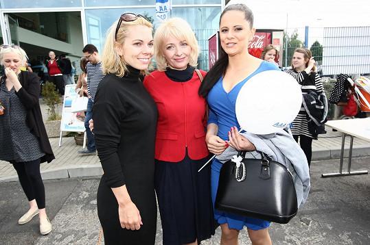 Laďka s Veronikou Žilkovou a Míšou Noskovou na akci pro děti