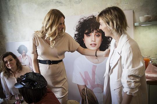 Dámský dýchánek pořádaný u příležitosti Mezinárodního dne žen švédským módním řetězcem si Bára nemohla nechat ujít, byť se konal den po udílení Andělů, kde se zpěvačka zdržela.