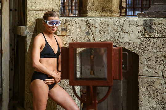 Ivana Jirešová šla do plavek.