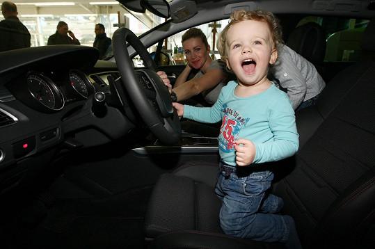 Z nového auta byl nadšen.