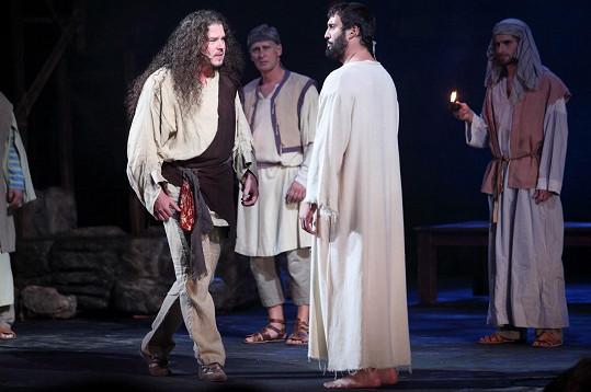 A s Jidášem, jehož obvykle hrává. Tentokrát jej ztvárnil Jan Toužimský.