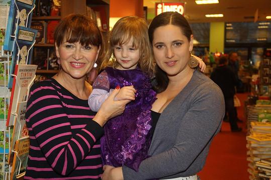 Petra Černocká s dcerou Bárou a vnučkou Coco