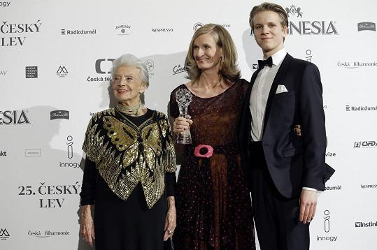 V březnu 2018 předala výtvarnici Simoně Rybákové Českého lva za nejlepší kostým, spolu s hercem Zdeňkem Piškulou.
