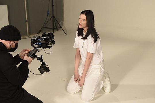 Při natáčení videoklipu
