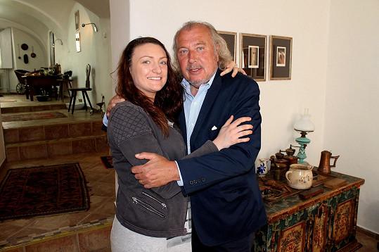 V Česku zůstala mladší dcera Jacqueline.