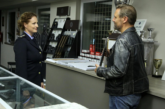 Markéta Hrubešová a David Matásek v seriálu Polda
