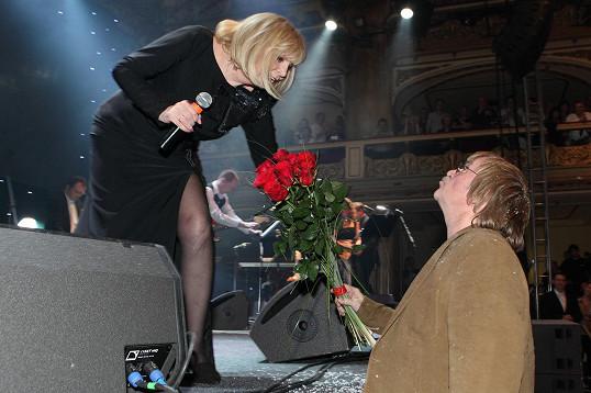 Dostala květy od Karla Vágnera.