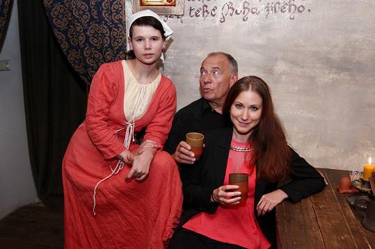 Ivan Vyskočil slavil s holkami padesátou reprízu své divadelní hry.