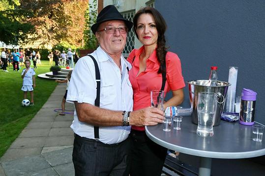 Hostitel Petr Janda s manželkou Alicí
