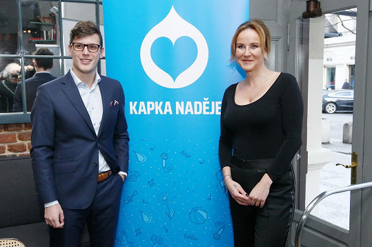 Vendula na akci představila i nového ředitele NF Kapka naděje Jana Fischera, syna někdejšího kandidáta na prezidenta, který se funkce ujal 2. ledna tohoto roku.
