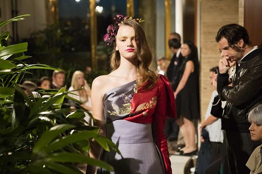 Vprakticky nesezónní kolekci sestávající z 21 večerních rób dovedla návrhářka kdokonalosti styl, ke kterému od absolventských let a rané tvorby směřuje. Rafinovaně zdobené a ve velké míře ručně zpracované večerní šaty jsou samostatnými uměleckými díly.