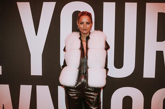 Vestu ze své kolekce oblékla na finále Elite Model Look v Paříži.