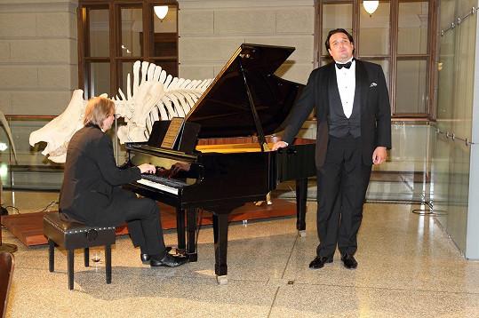 Ivo Kahánek uspořádal mini koncert s neméně slavným operním pěvcem Adamem Plachetkou.