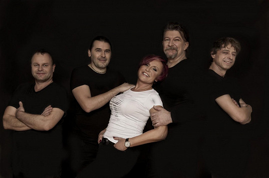 Se svou kapelou Amsterdam bude Petra koncertovat 8. března v Pelhřimově a 12. března v Havlíčkově Brodě.