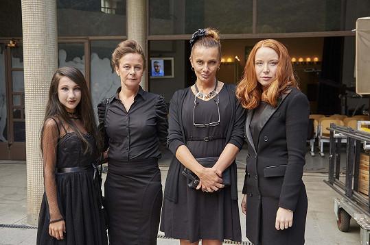 Zleva Natálie Grossová, Petra Špalková, Alice Bendová a Alena Doláková