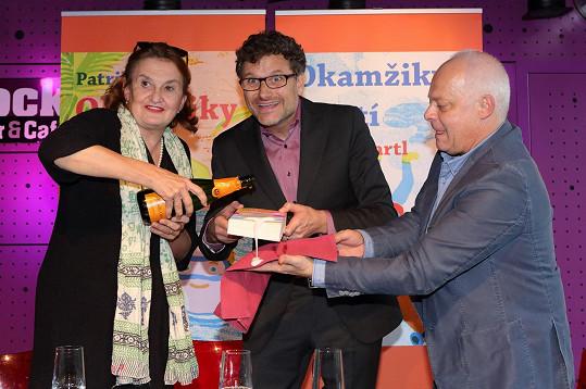 Eva Holubová a Bob Klepl pokřtili Patriku Hartlovi jeho novou knihu.