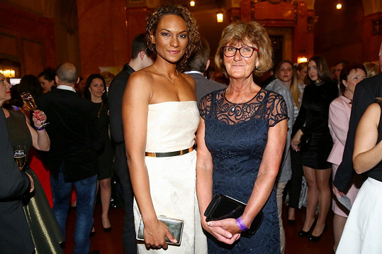 Lejla Abbasová s maminkou