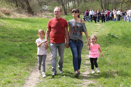 Petr Janda s manželkou Alicí a nejmladšími dcerami