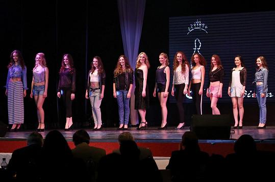 Všechny finalistky Dívky roku.