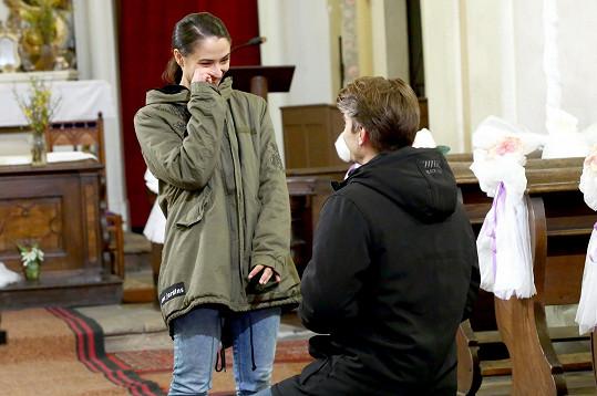 Eva Burešová a Marek Lambora, tedy Týna a Janek, se ve Slunečné zasnoubili.