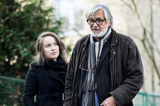 V sérii Reportérka hraje s Jiřím Bartoškou.
