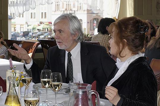 S manželem Josefem Abrhámem si Libuška zahrála v seriálu Stopy života.