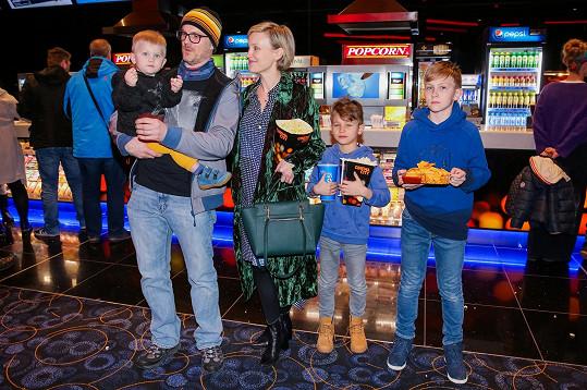 Herečka s manželem a syny