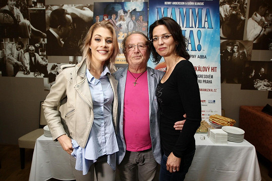 S Kateřinou Klausovou a Petrem Jandou Adéla pokřtila klip k filmu Sezn@mka.
