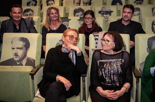 Nový videoklip k písni Modlitba pro Martu si Marta Kubišová i Dagmar Havlová užívaly.