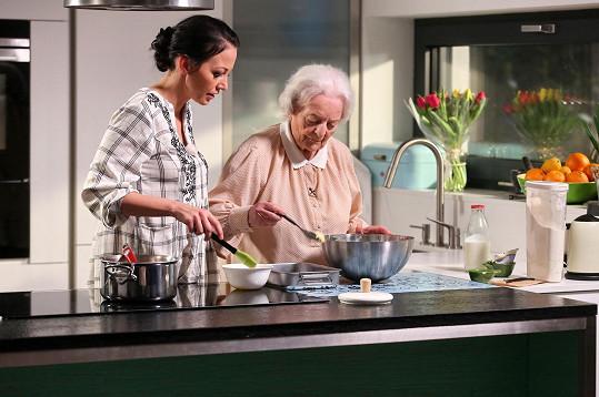 Babička bude v pořadu radit v reportážích o vaření.