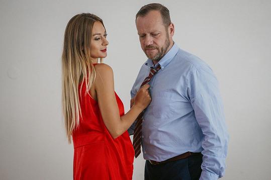 Bára Mottlová a Filip Blažek během natáčení žhavé scény z ložnice
