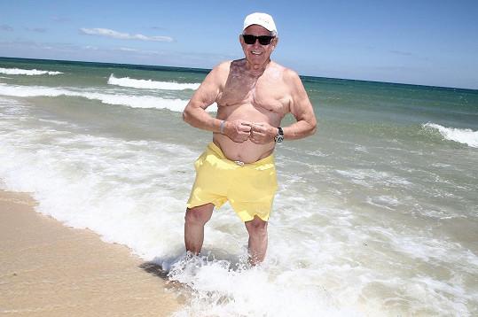 I k moři vyrazil sám.