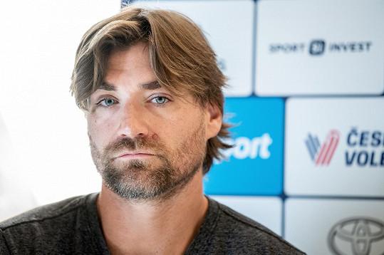 Trénuje je Markétin manžel Simon Nausch.
