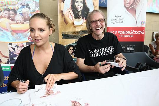 Lucie Vondráčková s tatínkem Jiřím Vondráčkem na autogramiádě