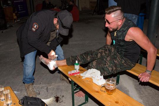 Honza byl vděčný, že mu přítomný personál nohu okamžitě ošetřil.