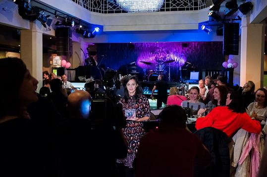 Během vystoupení v pražském Hard Rock Café odprezentovala i svou novou live desku.