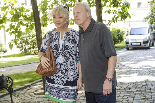 S manželem Jaroslavem Soukupem na tiskovce TV Nova